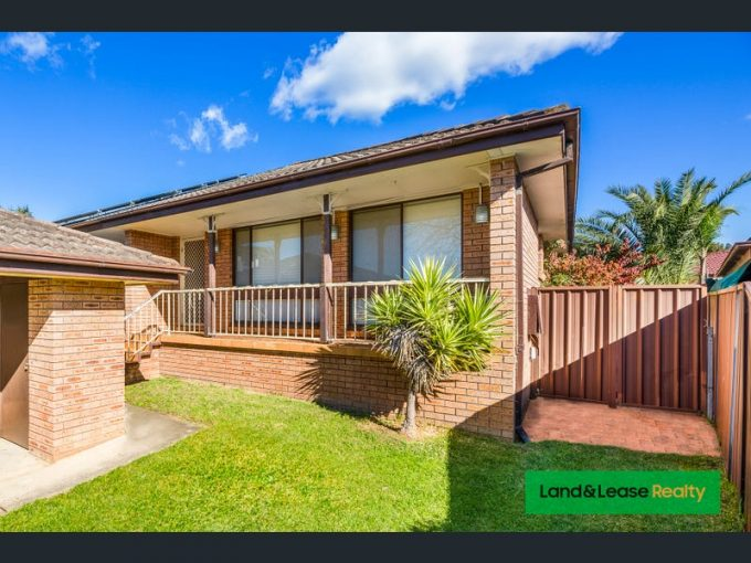 8 Clover Place, Macquarie Fields, NSW 2564